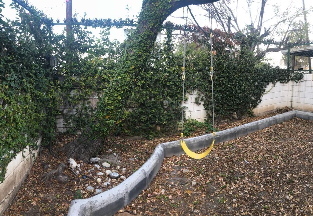 11 de 23: Jardín al frente privado