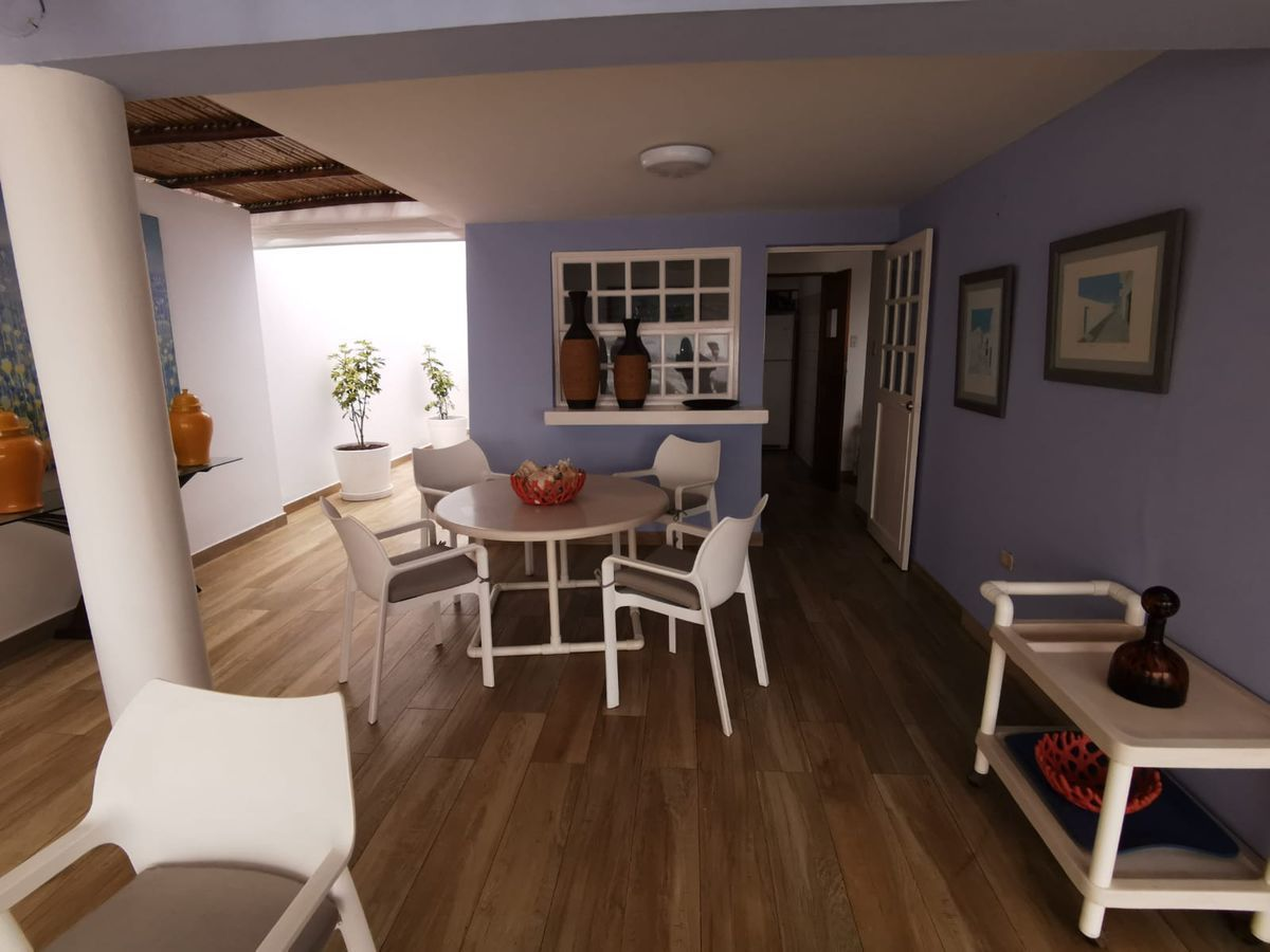 21 de 38: Linda Terraza de buen tamaño con espacio para varios muebles