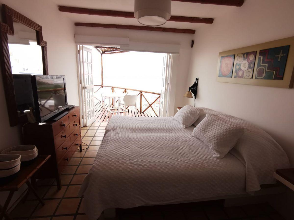 24 de 38: Dormitorio Principal con salida a Terraza Privada