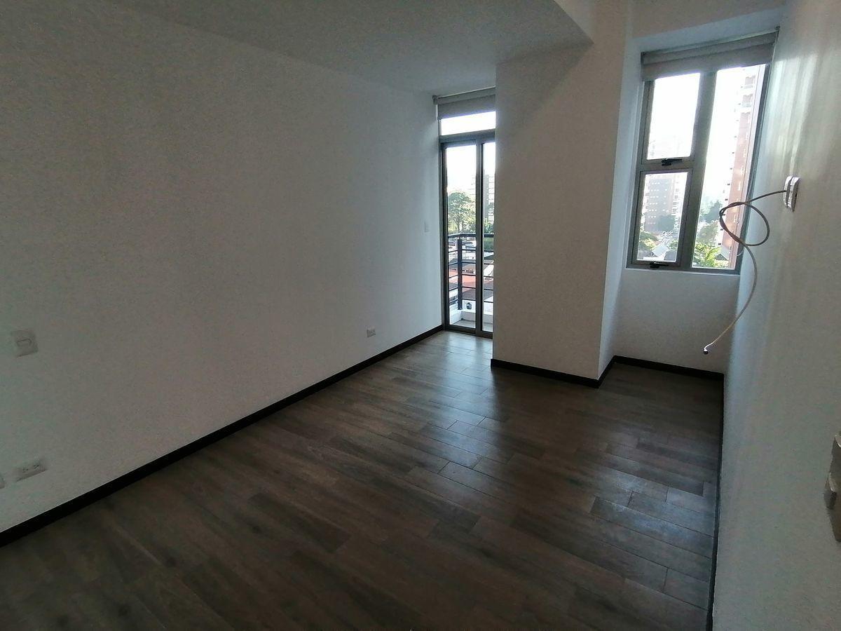 12 de 22: Dormitorio master con balcón
