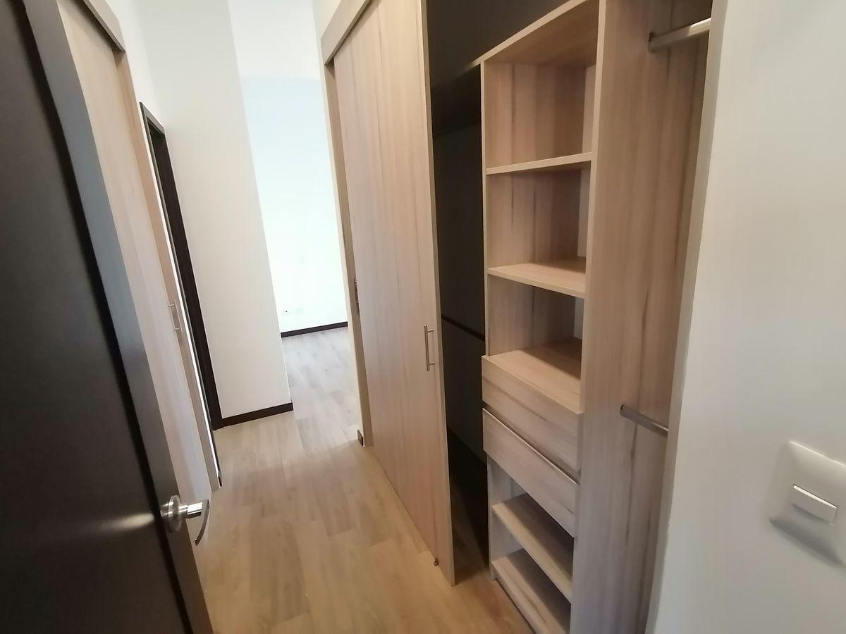 15 de 22: walk in closet de dormitorio master