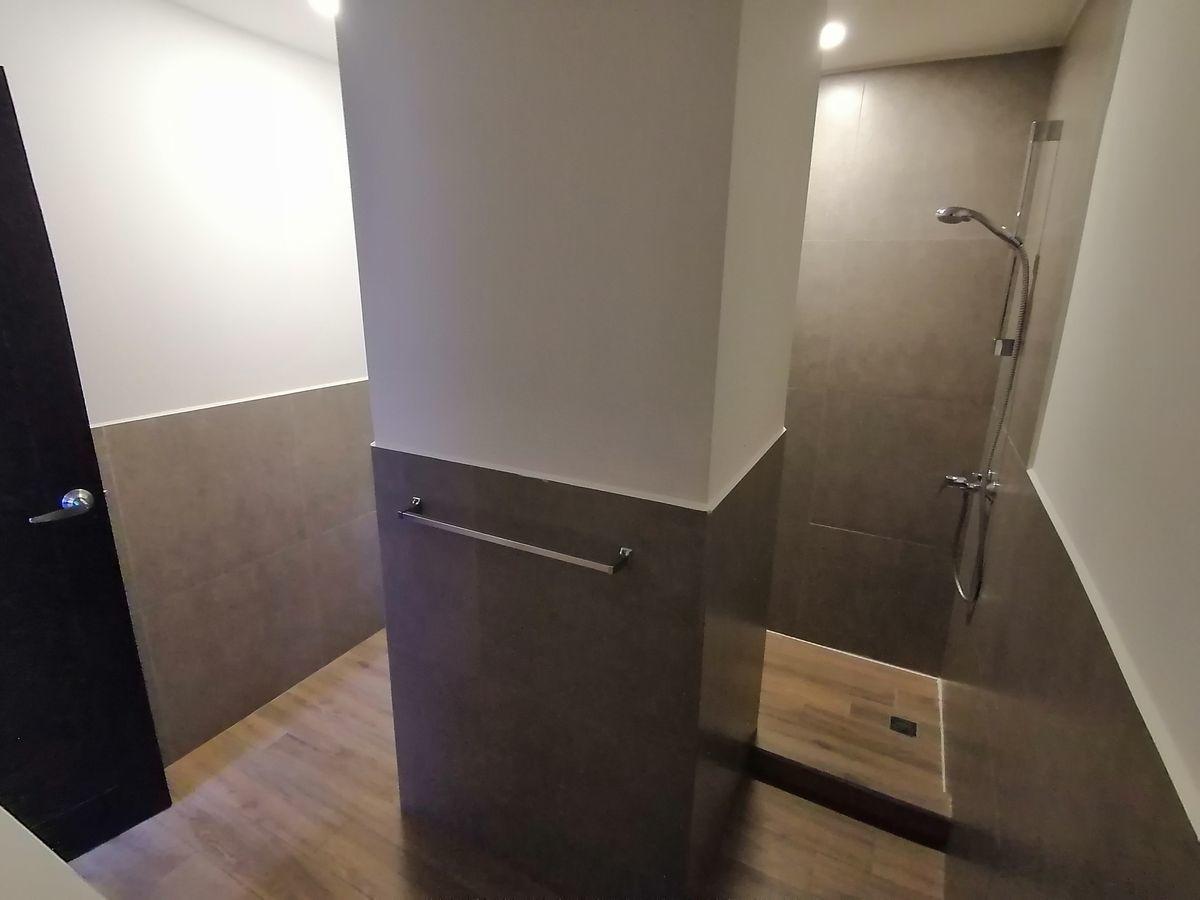 14 de 22: Baño de dormitorio master