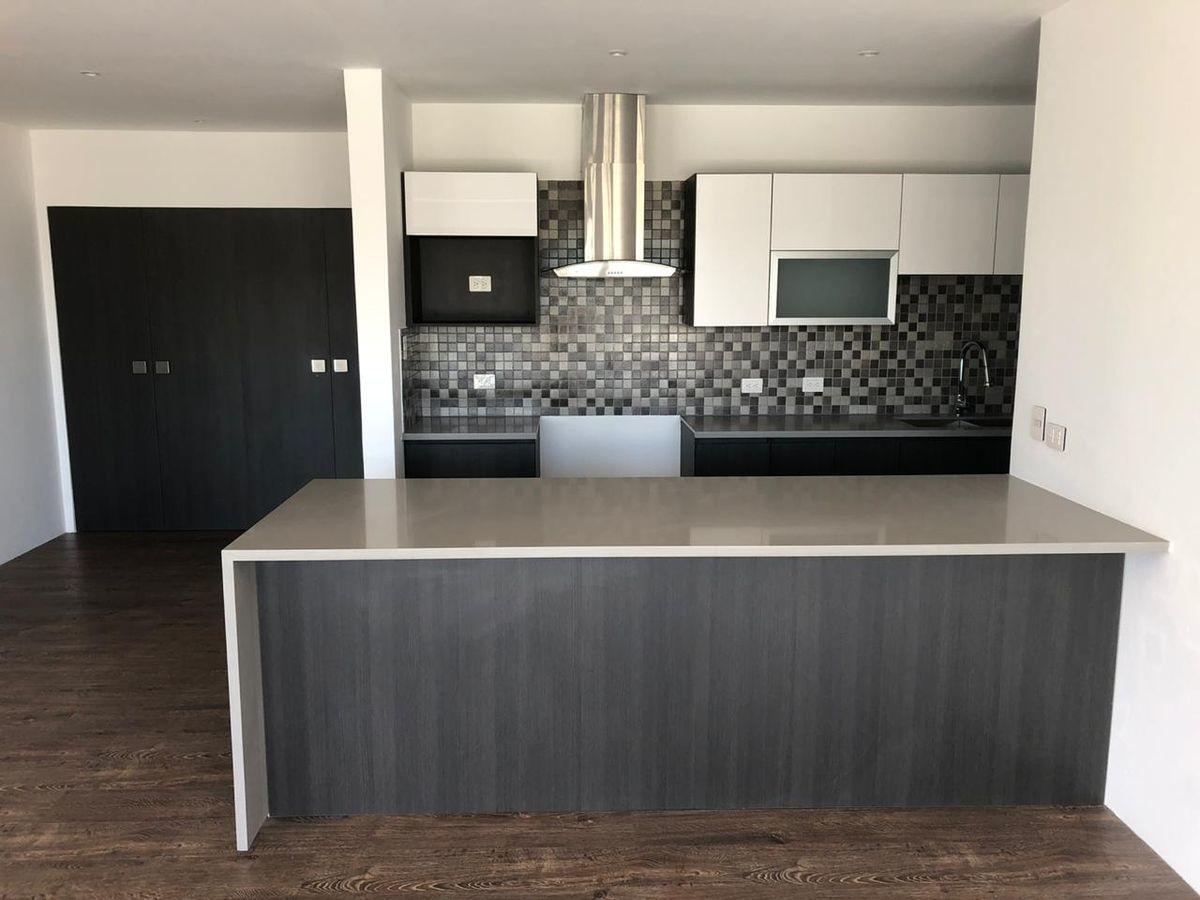 4 de 13: Vista de la cocina con mueble tipo Isla o desayunador