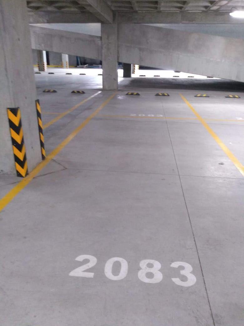 10 de 18: 2 cajones de estacionamiento techado
