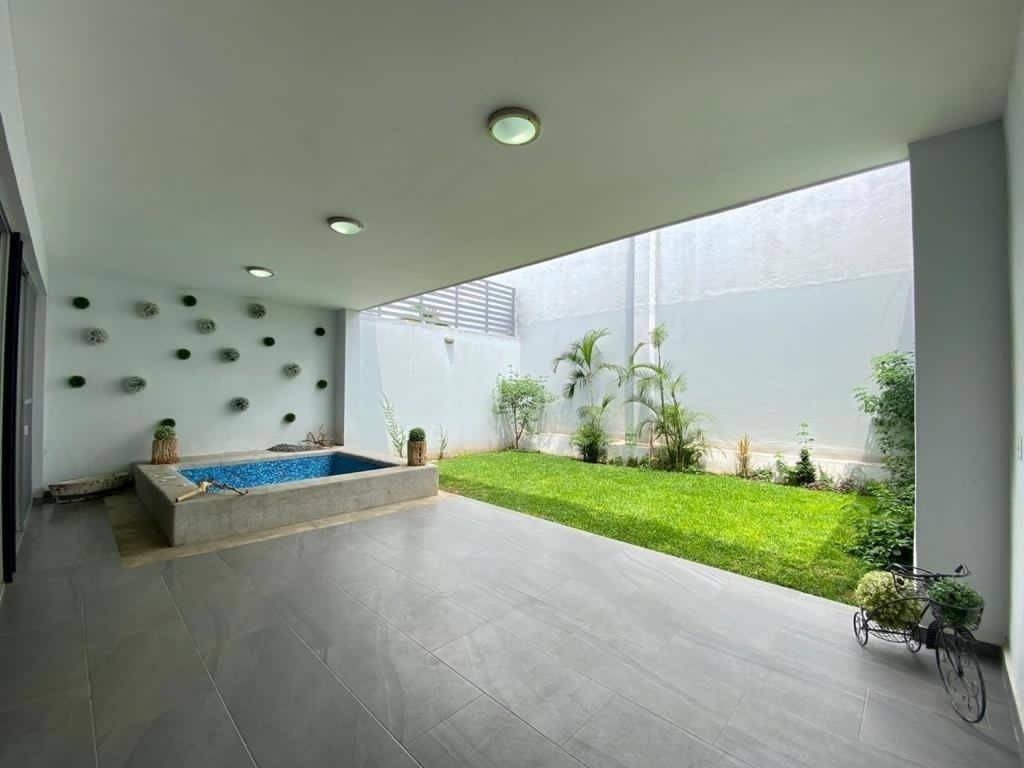 1 de 18: Terraza techada con jacuzzi para 8 personas