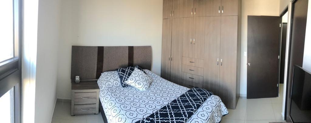 8 de 18: Recámara principal con cama matrimonial (incluye sábanas)