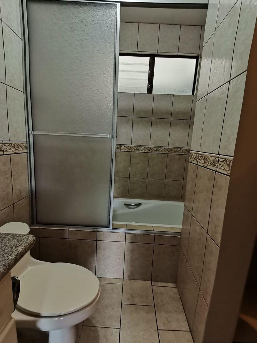 4 de 12: Baño cuarto principal