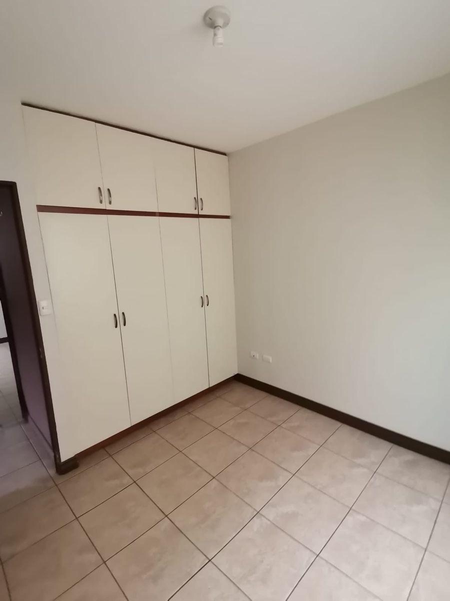 7 de 12: Closet cuarto secundario