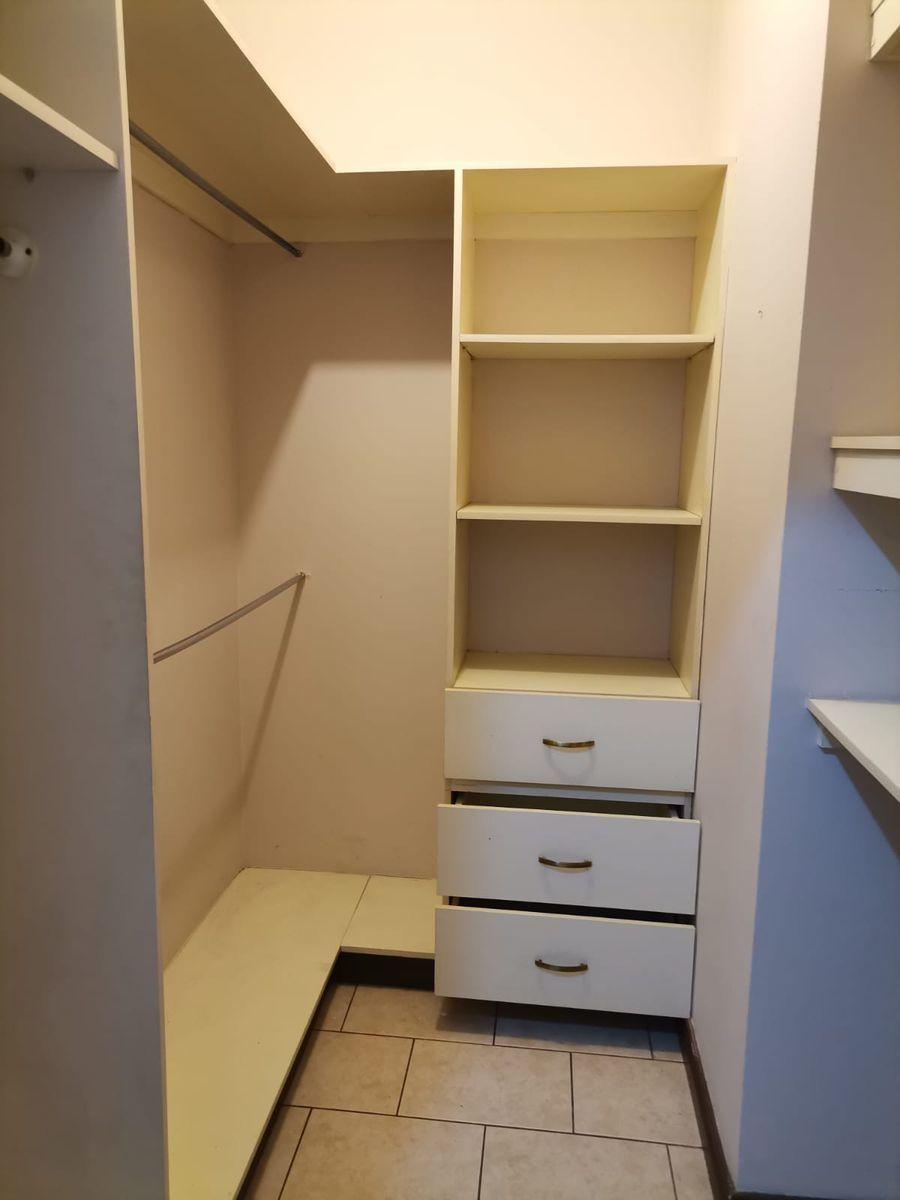12 de 12: Walking closet cuarto principal