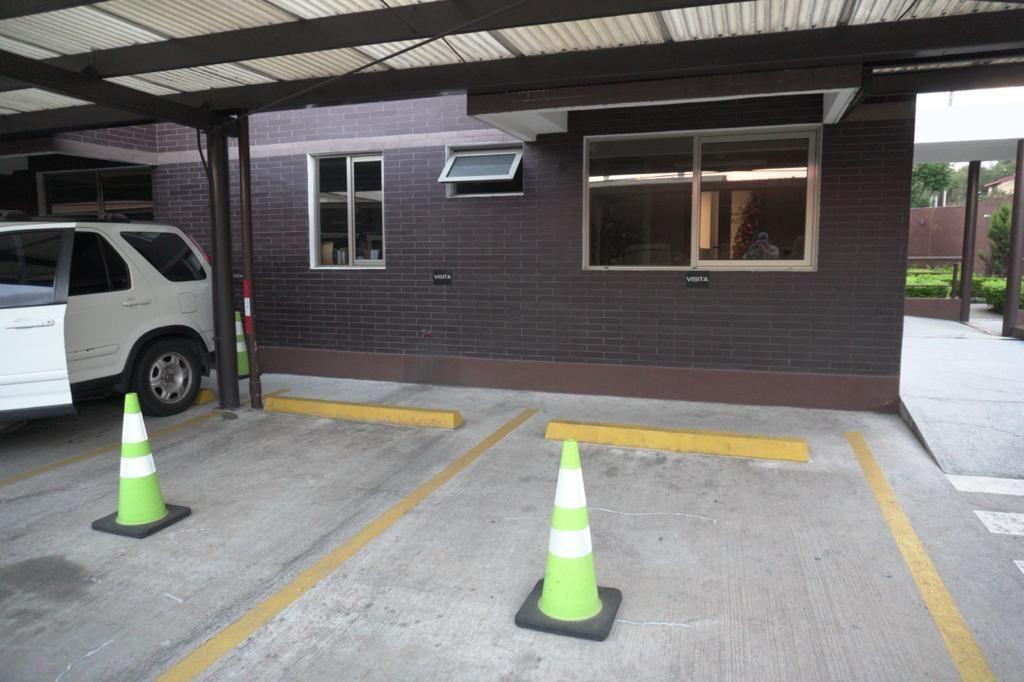 13 de 15: Estacionamiento de visitas