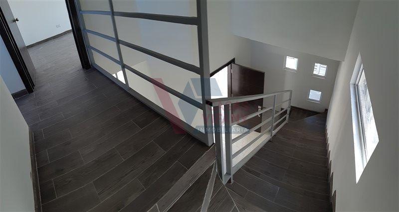 37 de 38: detalle de pasillo y escaleras