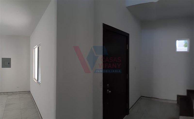 4 de 38: Detalle de puerta principal