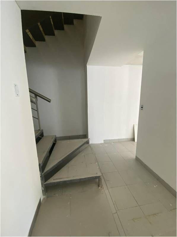 11 de 31: Acceso a escalera