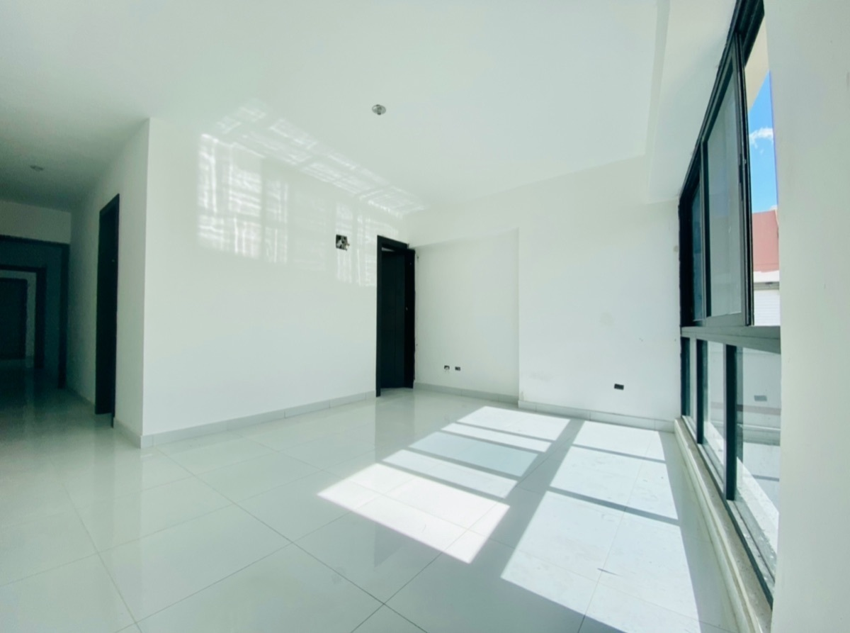 10 de 14: Habitación con baño y vestidor