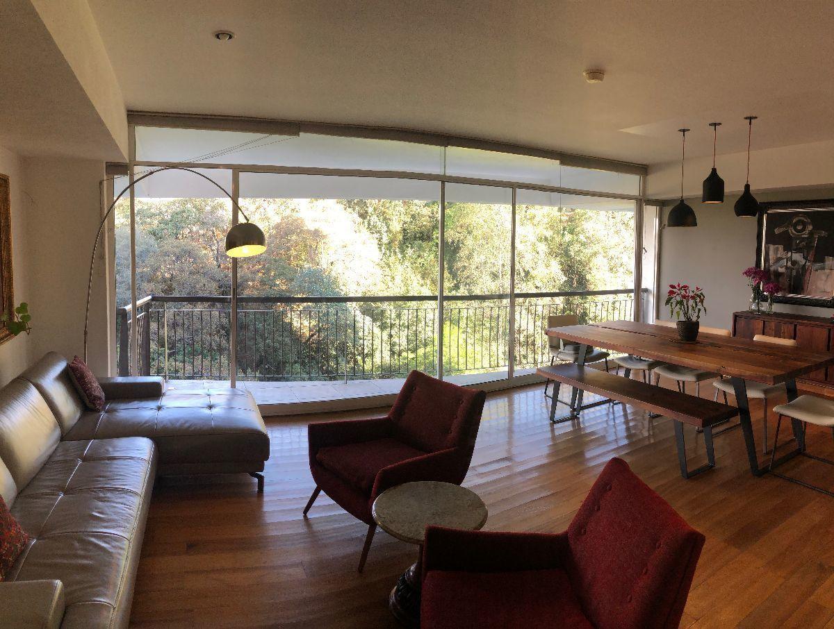 3 de 34: Sala y comedor con balcón y vista arbolada