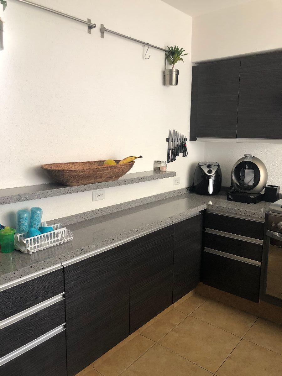 9 de 34: Cocina integral remodelada