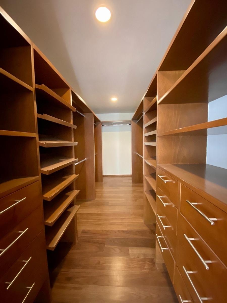 14 de 23: Walk in closet recámara principal