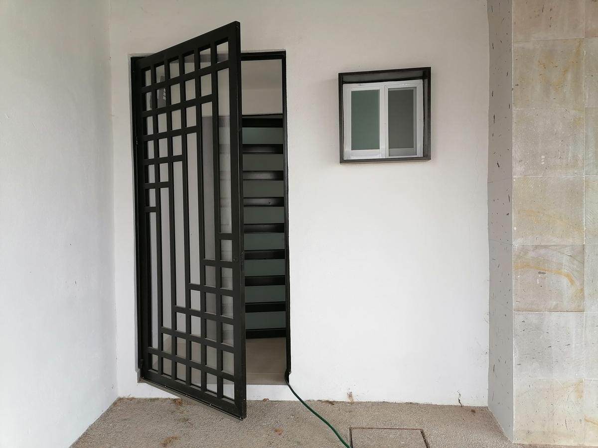 2 de 24: Doble puerta de entrada