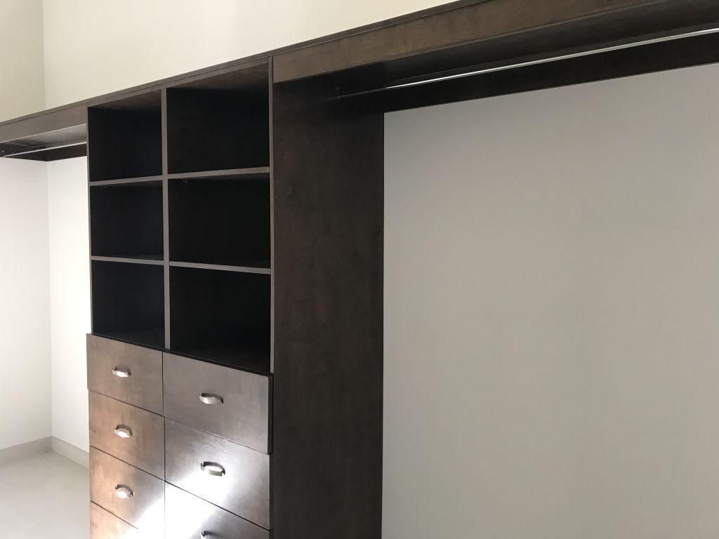 8 de 18: Walk-in closet
