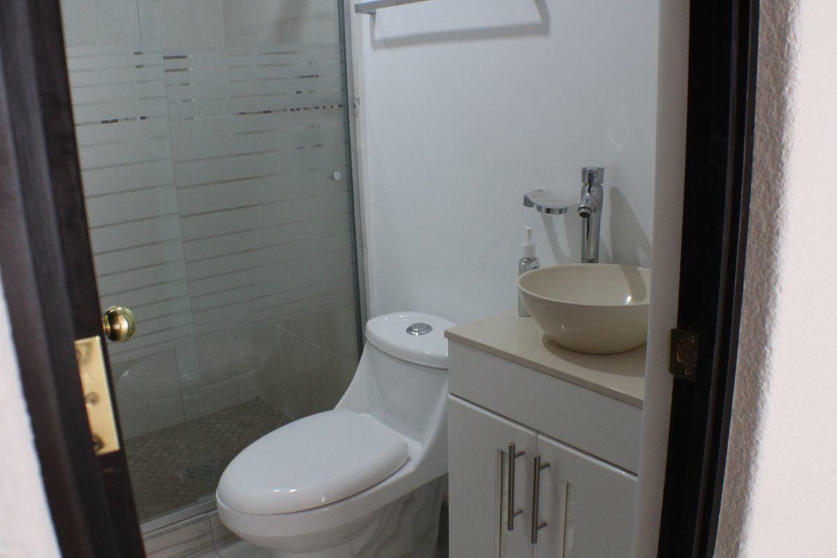 3 de 9: Baño completamente remodelado