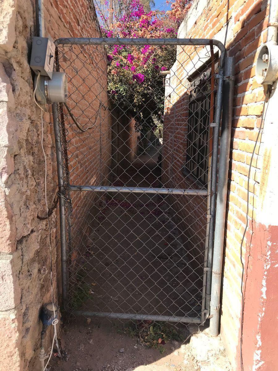 14 de 15: Puerta de acceso directo al terreno