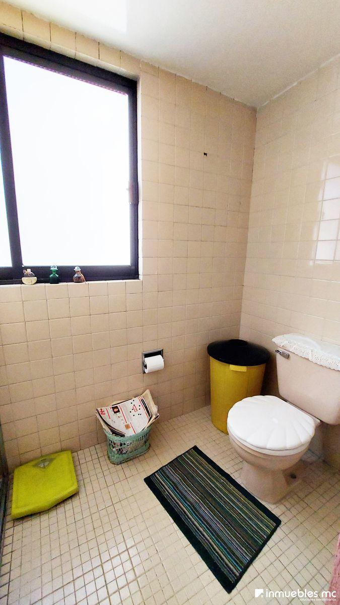 25 de 39: Baño de recámara principal