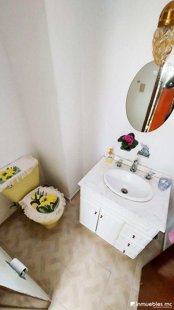 20 de 39: Baño de visitas