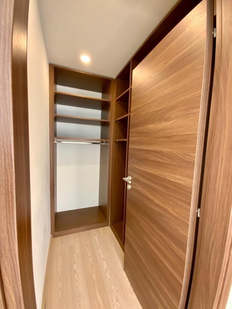 11 de 27: Closet vestidor en recamara