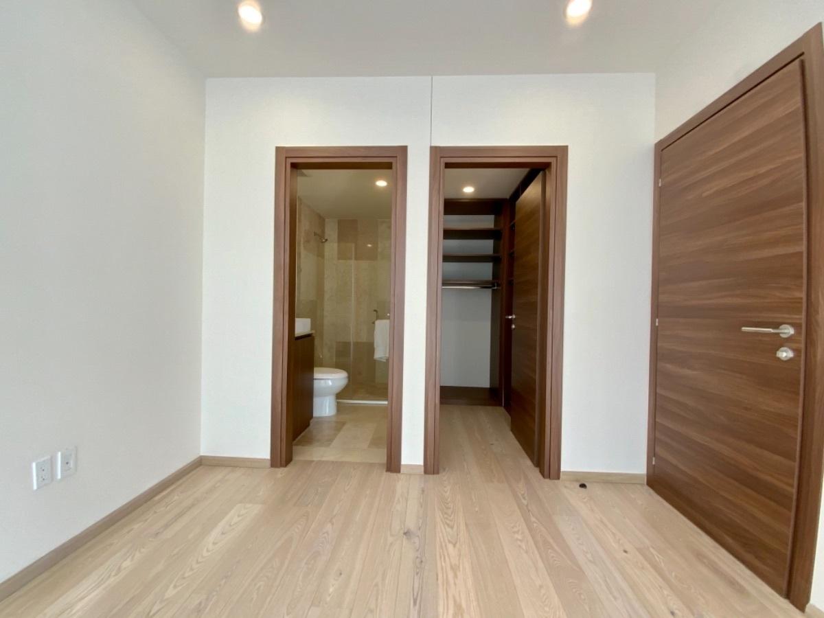 12 de 27: Baño y closet vestidor