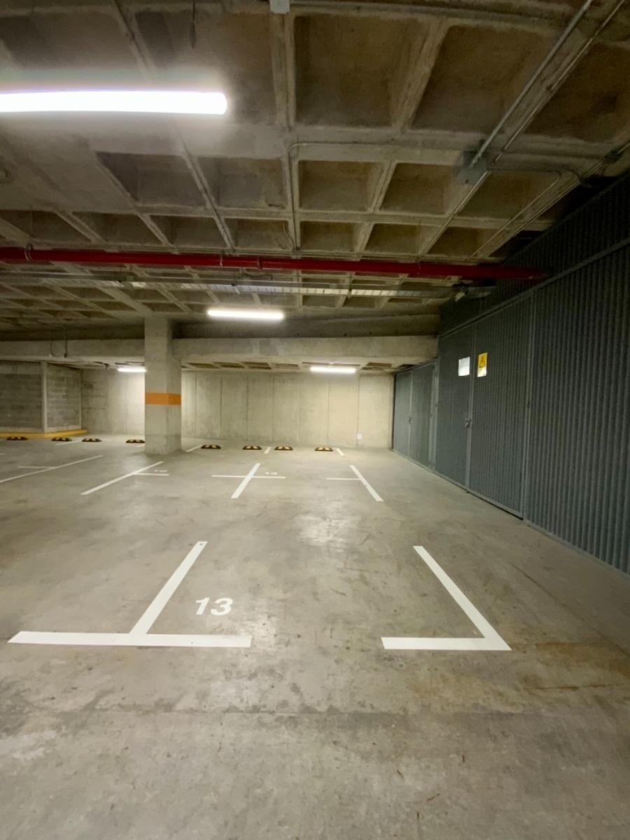 15 de 27: Dos amplios cajones de estacionamiento.