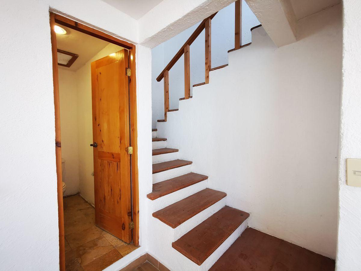 9 de 25: Baño de visitas acceso a segundo nivel