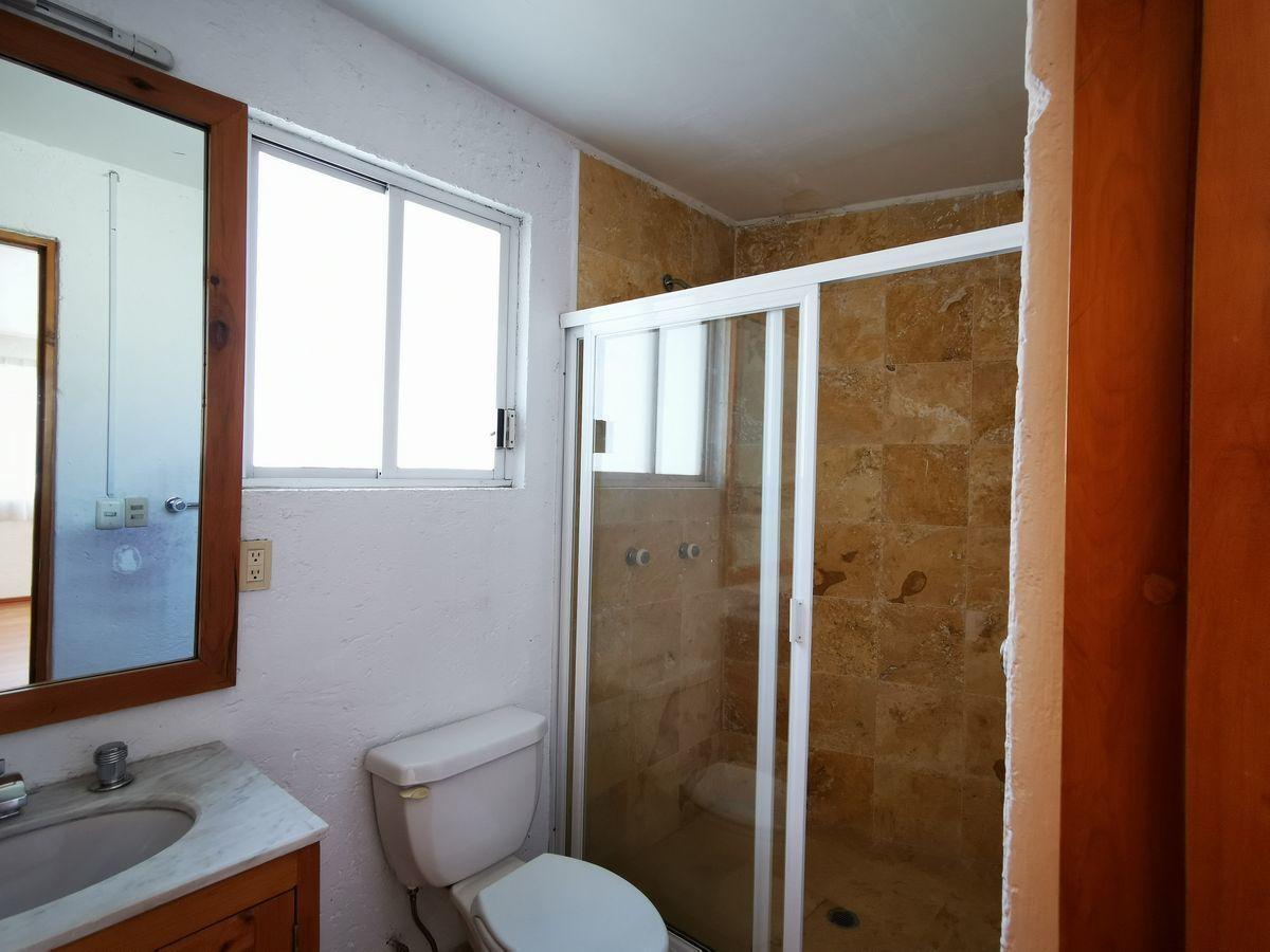 15 de 25: Baño habitación secundaria