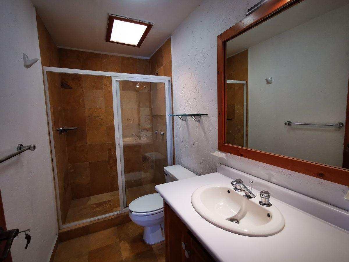 20 de 25: Baño recámara principal