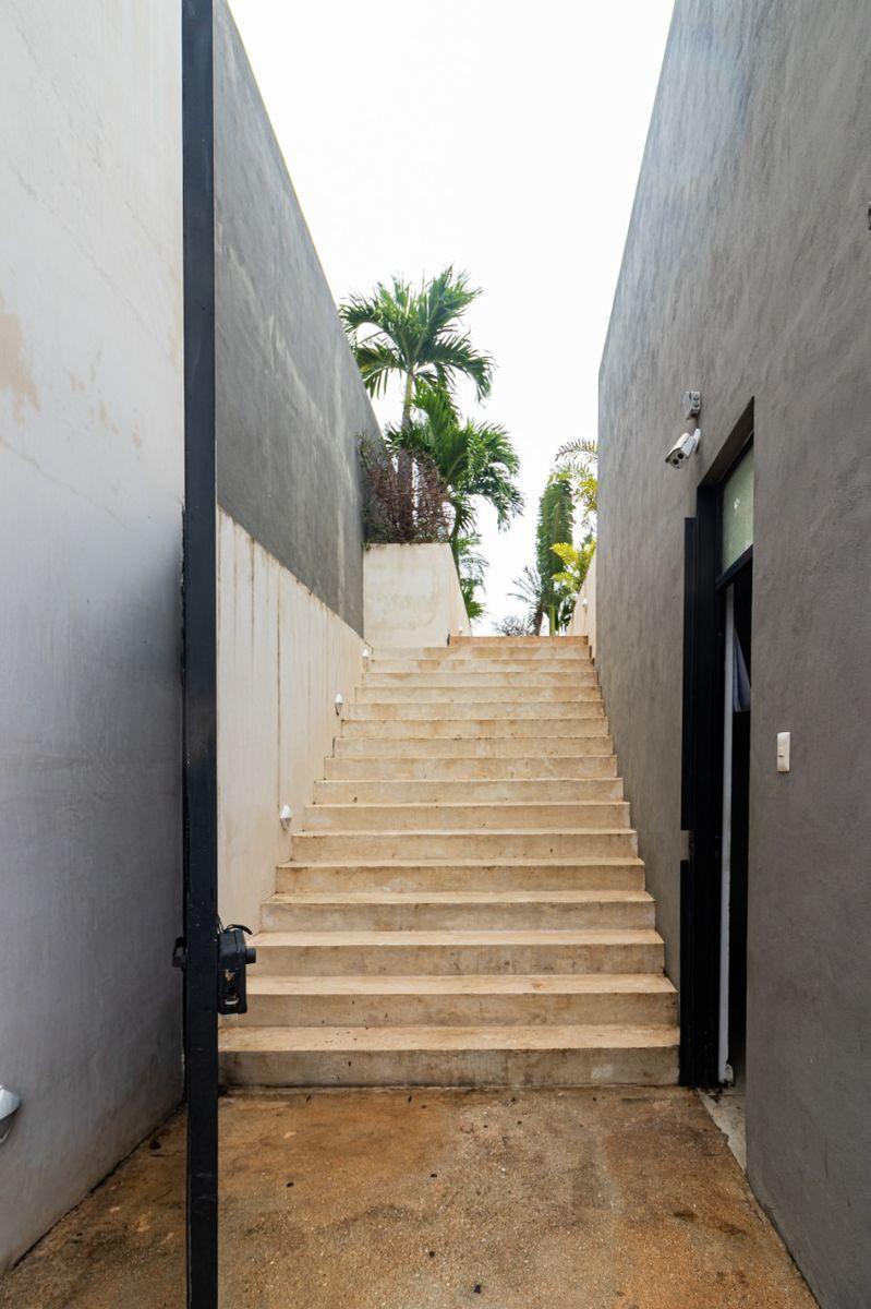 24 de 25: Escaleras