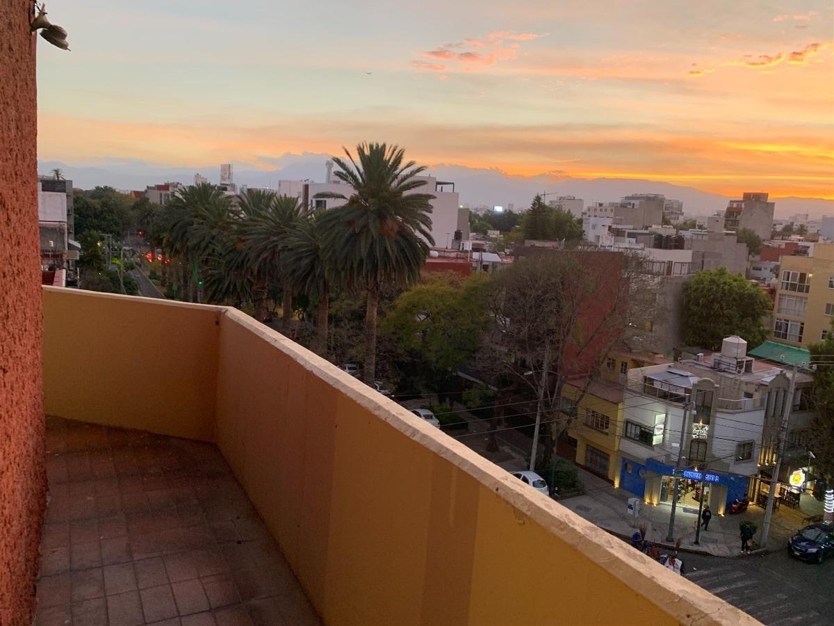 5 de 27: Balcón