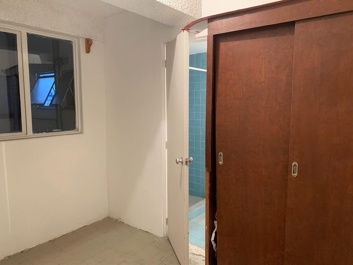 24 de 27: Cuarto de servicio con closet y baño completo