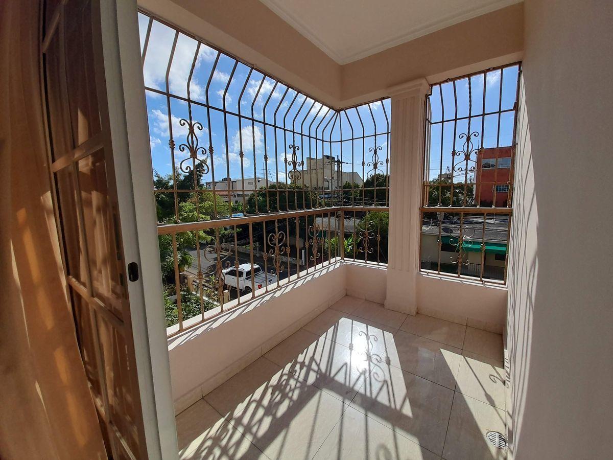 12 de 18: Balcón Habitación Principal