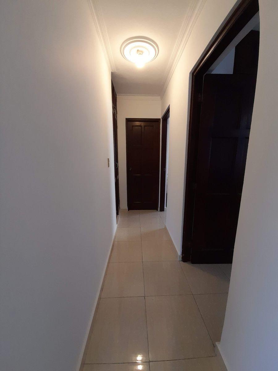 16 de 18: Vista pasillo de las habitaciones secundarias