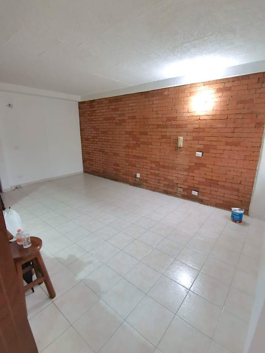 8 de 15: Excelente mantenimiento en pisos, paredes y carpinteria