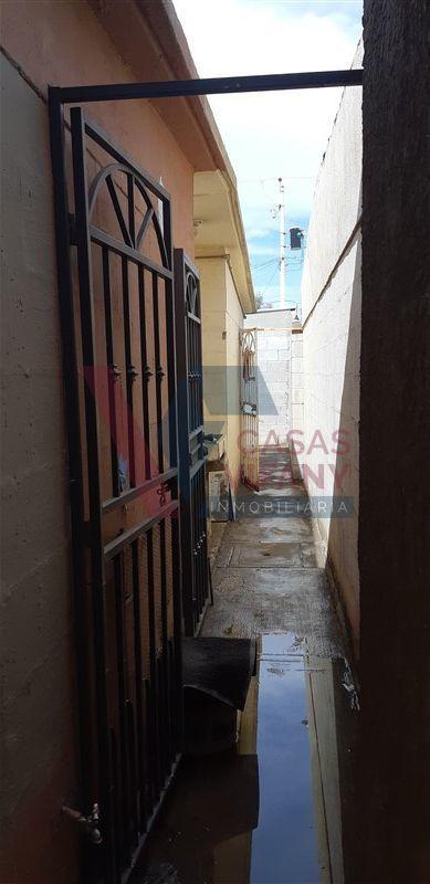 5 de 26: puerta de seguridad en pasillo