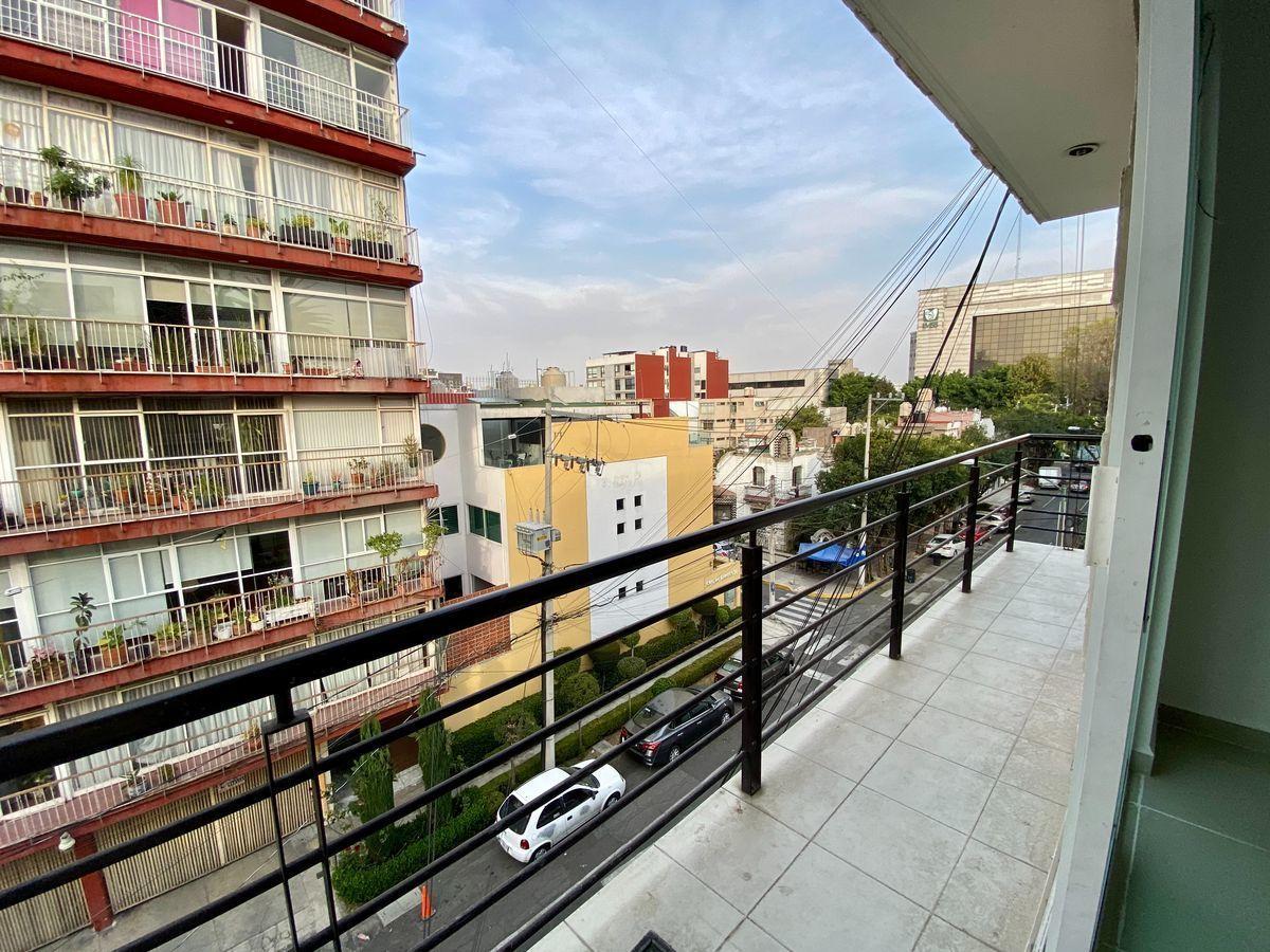 4 de 17: Balcón (Sala Comedor)
