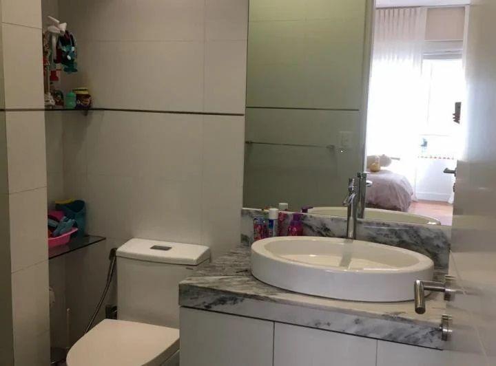 22 de 28: Baño de uno de los dormitorios secundarios