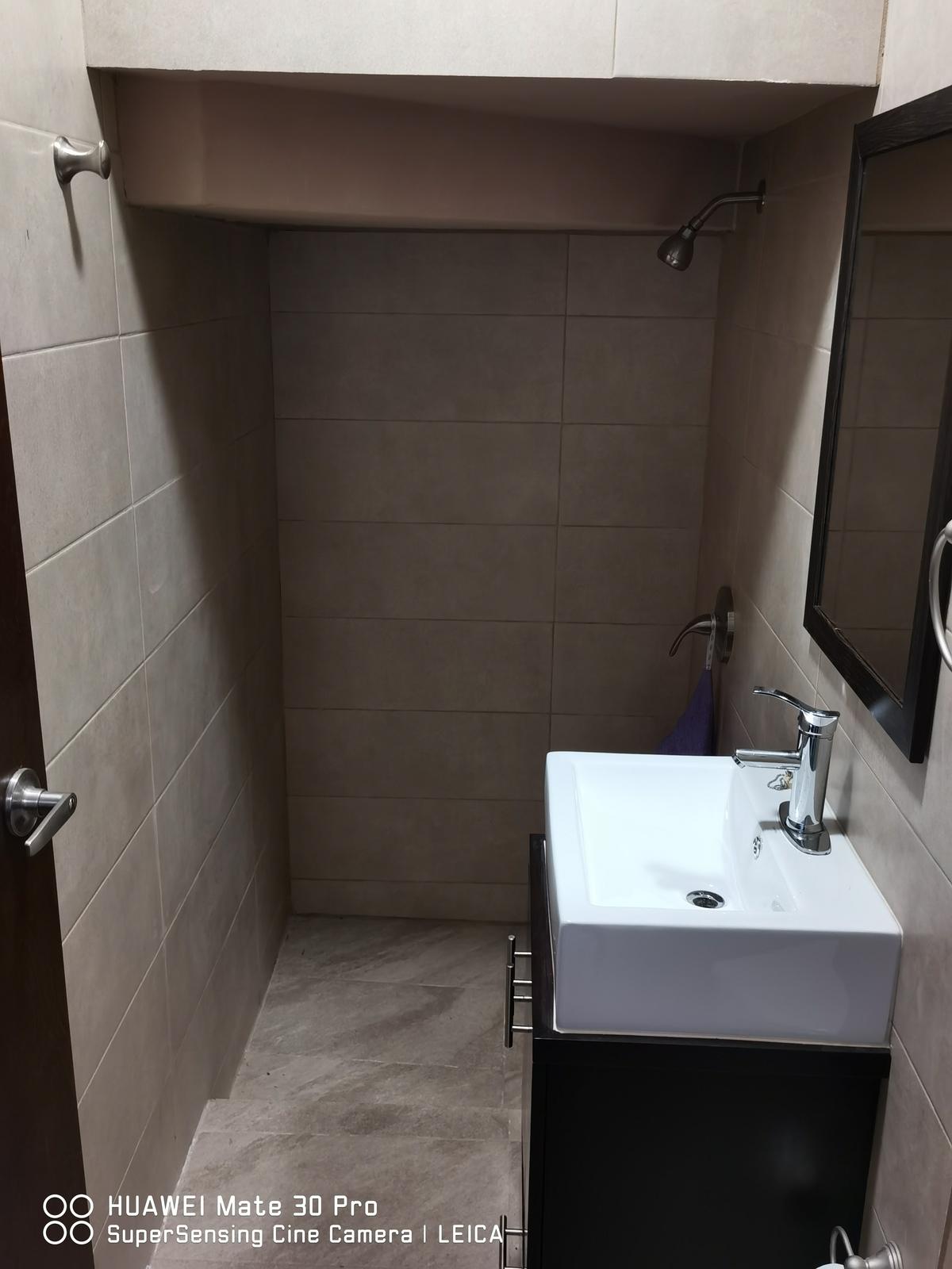 27 de 34: Baño. Cuarto de servicio