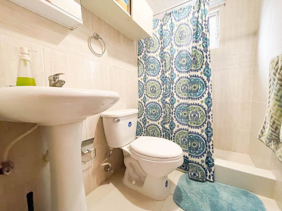 12 de 12: Baño habitaciones #2 y #3