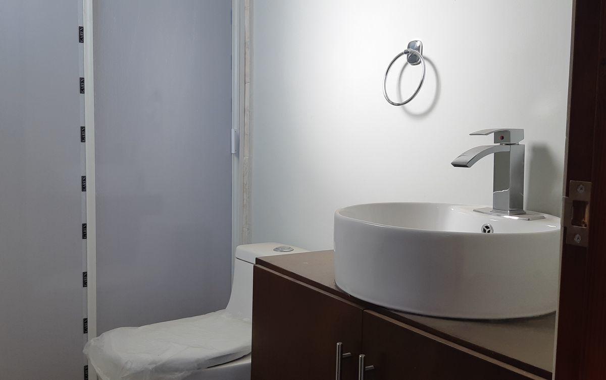 12 de 16: Baño Rec Principal