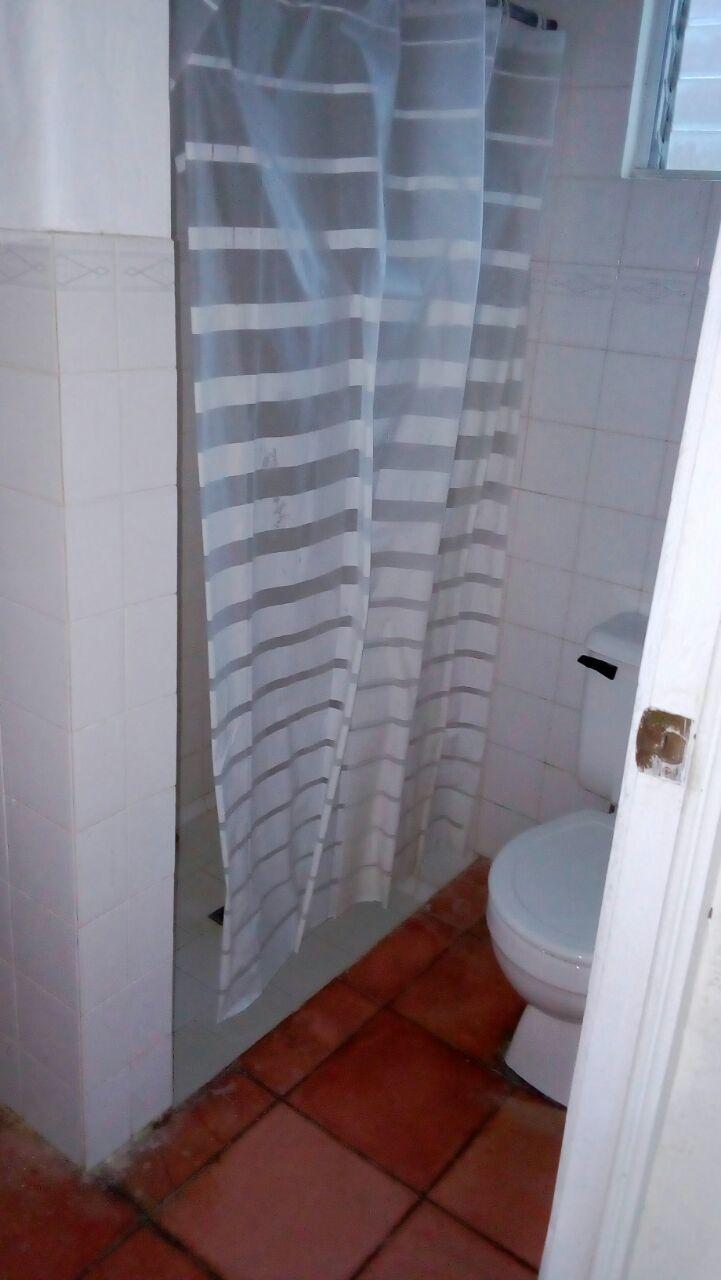 41 de 45: Baño Empleadas
