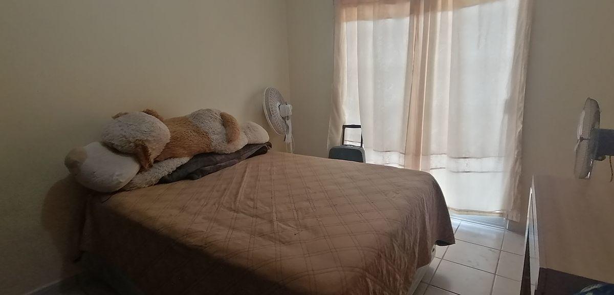 6 de 14: dormitorio con closet