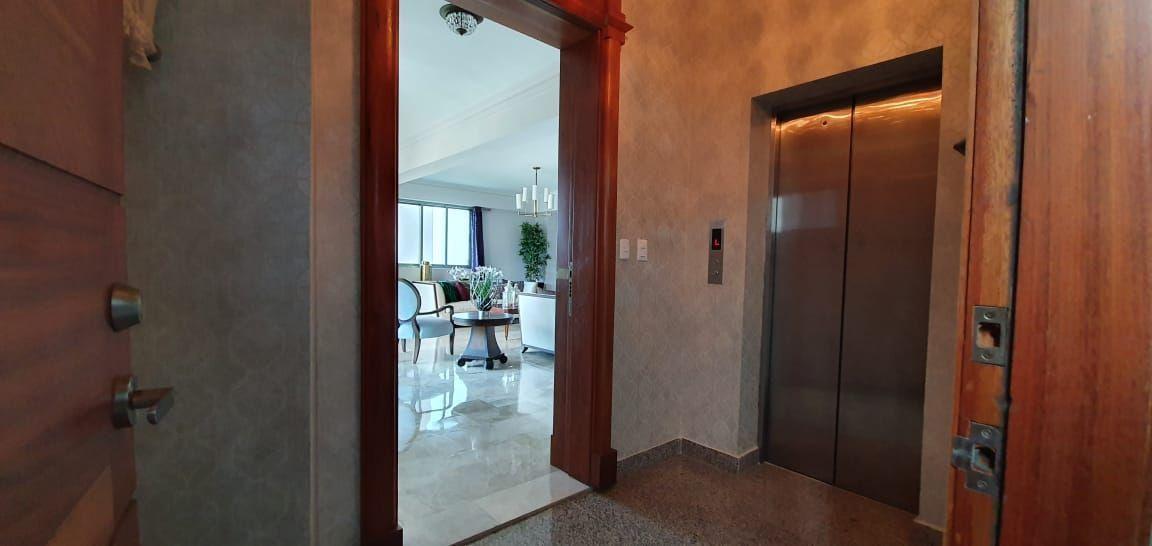 7 de 23: Entrada del apartamento
