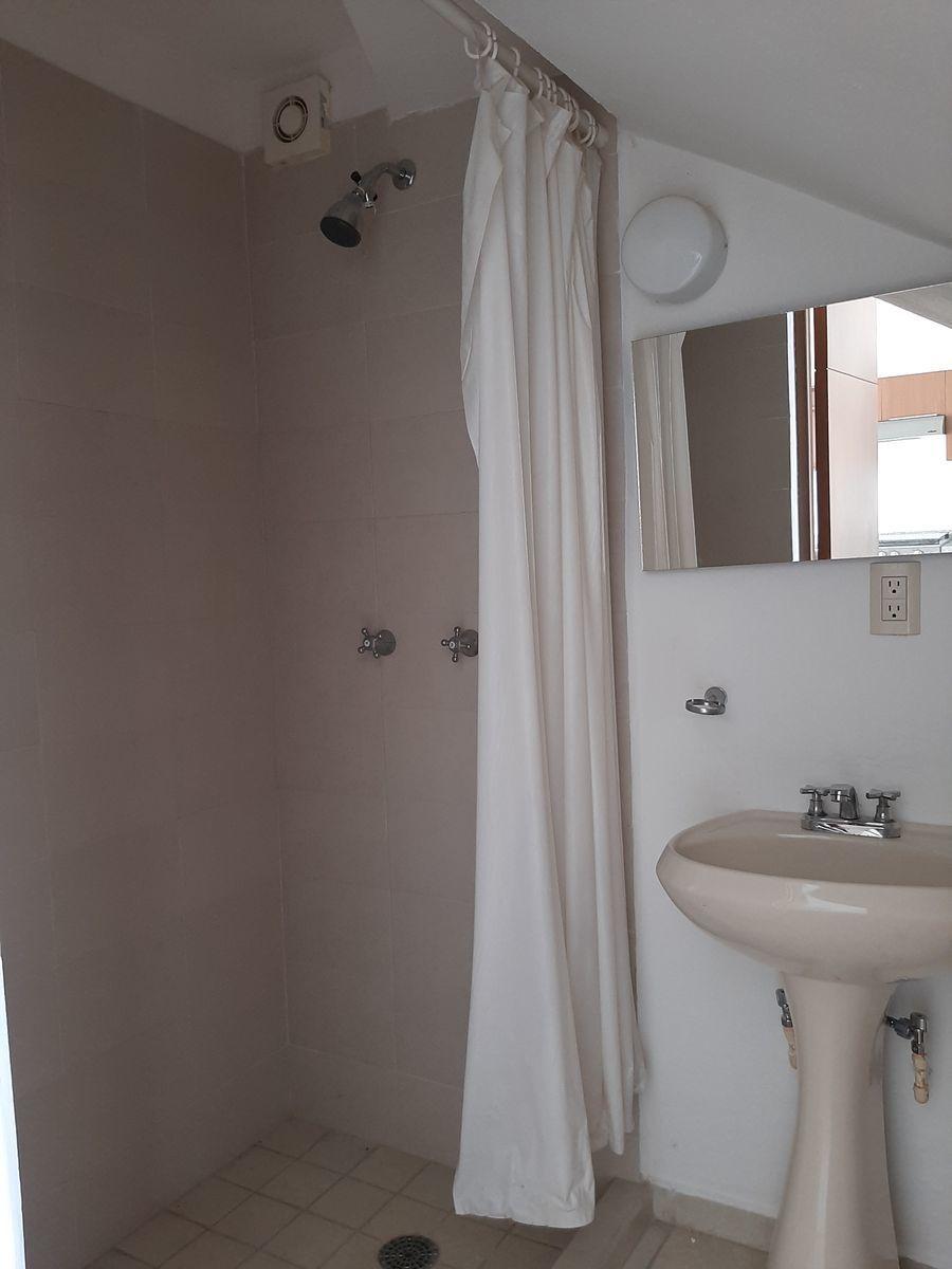 10 de 28: baño completo en planta baja