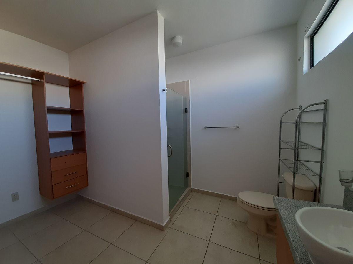 19 de 28: closet vestidor y baño principal